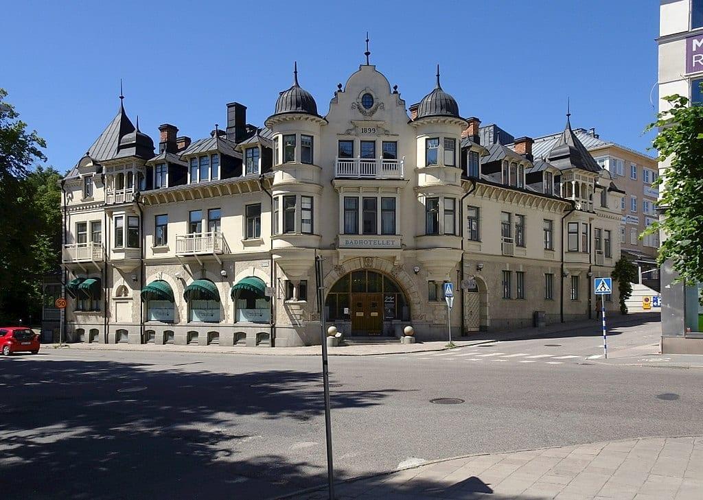 Naprapatlandslaget Flyttar In I Anrika Badhotellet I Hjärtat Av Södertälje