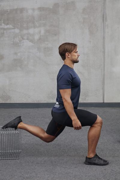 Utfallsträning som stärker framsidan av lår- och sätemuskulaturen, något som är viktigt för att kunna styra knät.