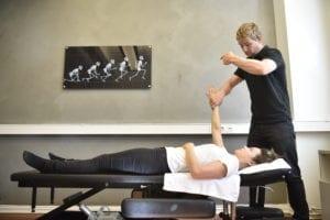 Udersökning arm axel - ont i handleden