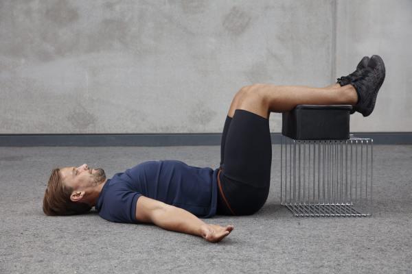 Denna övning återfinns under ländryggskapitlet, men är också effektiv vid huvud- och nackbesvär.